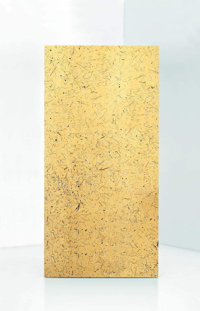 Super Organic Alpine hay bio on golden surface
