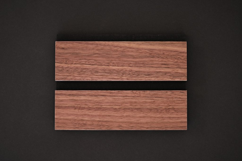 aangenaam akoestiek woodline Type 60 Noten ( blank mat gelakt )